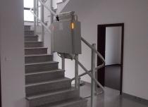 Platforma schodowa Omega F wyposażona w sygnalizację świetlną