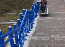 Tor jezdny platformy schodowej może mieć dowolny kształt wygięcia szyny