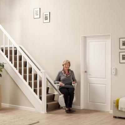 Krzesełka schodowe rozwiązują problemy codziennej wspinaczki po schodach w Waszych domach