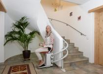 Krzesełka schodowe mogą mieć dowolny kształt toru jezdnego