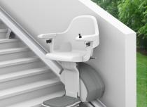 Krzesełka schodowe zainstalujemy również w warunkach zewnętrznych np. przy wyjściu z domu na taras/ogród