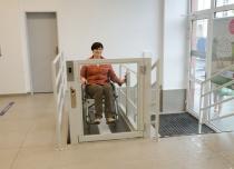 Platforma pionowa dla osób niepełnosprawnych