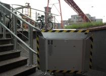 Platforma przyschodowa Omega przeznaczona do przewozu towarów