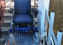 Podest platformy przyschodowej umożliwia transport wózków elektrycznych