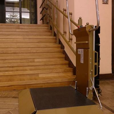 Dolny postój platformy schodowej STRATOS